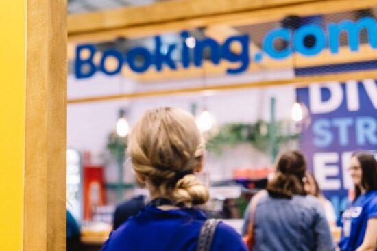 Booking.com Iniciará Despidos en los Próximos Meses