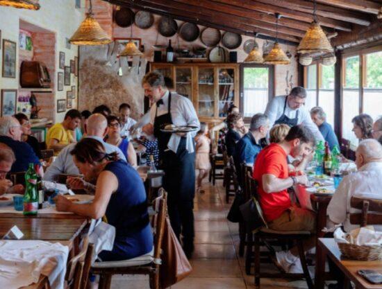 Ayuda del Gobierno Devuelve Sonrisa a Restaurantes Británicos