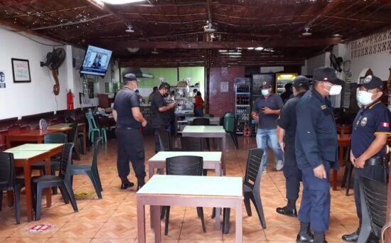 Policía Nacional Interviene Restaurantes Informales en Chimbote por Atender en Salón